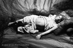 OTTAWA KANATA PROFESSIONAL PREGNANT PORTRAIT PHOTOGRAPHER